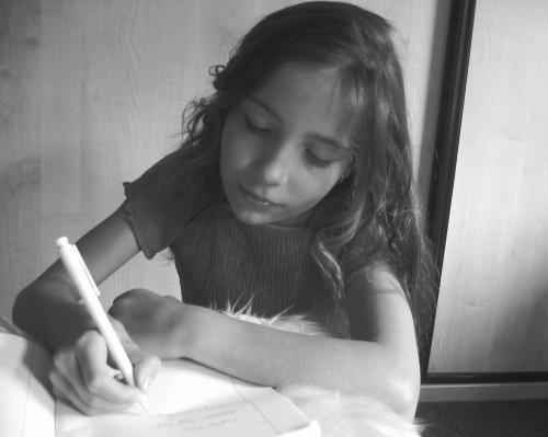 Schreibendes Mädchen
